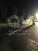 BORGARO - Auto distrutta dalle fiamme mentre era in marcia in via Santa Cristina - immagine 1