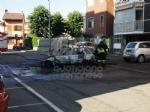 GRUGLIASCO - Auto distrutta dalle fiamme in via Tobanelli - immagine 1