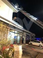ALPIGNANO - A fuoco il tetto della panetteria di via Garibaldi: ingenti i danni - immagine 1