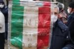COLLEGNO - I funerali di Ottorino Cirella: rose rosse e un drappo granata sulla bara - FOTO - immagine 1