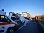 BORGARO-CASELLE - Camper si schianta contro un tir in tangenziale: due feriti gravi - immagine 1