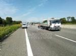 CAOS IN TANGENZIALE - Scontro fra auto, furgone e camion: tre feriti e code chilometriche - immagine 1
