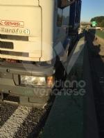 TORINO-VENARIA - Perde il controllo del mezzo pesante e danneggia i jersey in cemento in tangenziale - immagine 1
