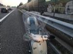 COLLEGNO - Perde il controllo dello scooter in tangenziale: 32enne rimane ferito - immagine 1