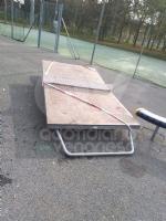 VENARIA - Distrutto il tavolo da ping-pong al DAcquisto. Giulivi: «Tolleranza zero per gli imbecilli» - immagine 1