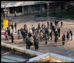 COLLEGNO - Sindaco, assessore e genitori davanti al municipio per dire «no» alla Dad - immagine 1