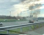 VENARIA - Auto a fuoco mentre percorre la tangenziale - immagine 1