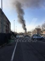 BORGARO - Paura in via Gramsci: tir prende improvvisamente fuoco - immagine 2