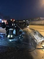 CASELLE - Paura in strada Leini: Jeep prende fuoco mentre è in marcia - immagine 1