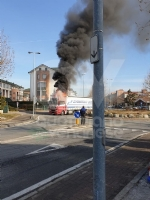 BORGARO - Paura in via Gramsci: tir prende improvvisamente fuoco - immagine 1