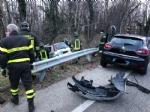 TRAGEDIA A CAFASSE - Scontro fra tre auto, una finisce nella scarpata: morta donna di 60 anni - immagine 2