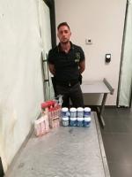 CASELLE - Una farmacia «illegale» nascosta nel trolley: 19enne finisce nei guai - immagine 2