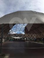 CASELLE - Il forte vento distrugge la tenda della tensostruttura del PratoFiera - immagine 2