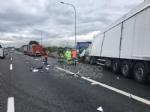 RIVOLI-COLLEGNO - Doppio incidente in tangenziale: auto contro guardrail e tir su una scarpata - immagine 2