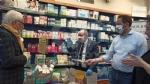 COLLEGNO-GRUGLIASCO - I sindaci consegnano in farmacia le mascherine per persone sorde - immagine 2