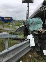 RIVOLI-COLLEGNO - Doppio incidente in tangenziale: auto contro guardrail e tir su una scarpata - immagine 15