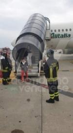 CASELLE - Fiamme sul volo Torino-Roma: evacuati tutti i passeggeri FOTO - immagine 2