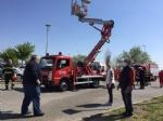 RIVOLI - Il «grazie» di Comune, forze dellordine, associazioni e pompieri al personale sanitario - FOTO E VIDEO - immagine 2