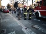 VENARIA - Scontro allincrocio: auto si ribalta in via Nazario Sauro: una ferita - immagine 2