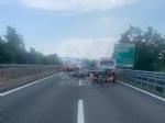 RACCORDO TORINO-CASELLE - Furgone e scooter entrano in collisione: grave donna, ora al Cto - immagine 2