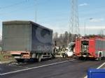 VENARIA - Scontro taxi-camion lungo la provinciale: un ferito FOTO - immagine 2