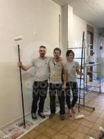 """VENARIA - Corridoi ridipinti allArti e Mestieri di via Amati grazie a """"Bricolage del Cuore"""" - immagine 2"""