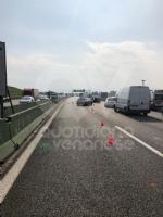 COLLEGNO - Doppio incidente in tangenziale: auto ribaltata, traffico in tilt. - immagine 2