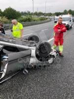CAOS IN TANGENZIALE - Raffica di incidenti: due auto ribaltate e tre feriti - immagine 8