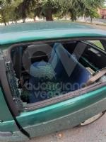 COLLEGNO - Vandali in azione: mandati in frantumi i vetri di unauto parcheggiata - immagine 2