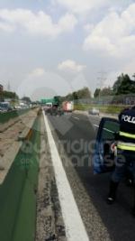 PIANEZZA-COLLEGNO - Maxi tamponamento in tangenziale: cinque auto coinvolte, un ferito - immagine 2