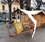 RIVOLI - Imbecilli in azione: vandalizzato il centro storico e il Villaggio di Babbo Natale - immagine 2