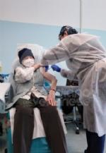 RIVOLI-COLLEGNO - Siamo tutti Silla Bovo: a 100 anni si vaccina per dire «stop» al Covid - FOTO - immagine 2