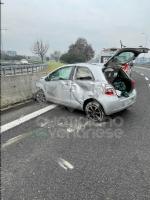 TORINO-COLLEGNO-SAVONERA - Mattinata di incidenti: cinque in poco tempo, tre feriti - immagine 2