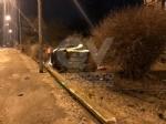 DRUENTO - Esce di strada e si abbatte sulla cancellata dellabitazione: miracolosamente illeso - immagine 2