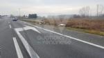 CASELLE-BORGARO - Paura in tangenziale: scontro fra due auto, una finisce fuori strada. Due feriti - immagine 2