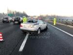 COLLEGNO - Tre mezzi si scontrano in tangenziale: un ferito e traffico paralizzato - immagine 2
