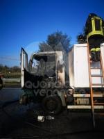 TORINO-BORGARO - Tir prende improvvisamente fuoco in tangenziale - immagine 2