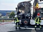 COLLEGNO - Tir prende fuoco mentre percorre la tangenziale - immagine 10