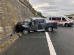 RIVOLI - Perde il controllo e finisce contro un muro in tangenziale: era completamente ubriaca - immagine 2