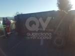 INCIDENTE SULLA TORINO-CASELLE - Camion si ribalta: tre feriti, caos e code sul raccordo - FOTO - immagine 2
