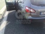 TANGENZIALE NORD TORINO - Scontro allo svincolo di Savonera, traffico in tilt. Auto ruote allaria sulla terza corsia - FOTO - immagine 2