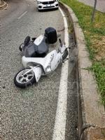 GRUGLIASCO - Senza patente, perde il controllo dello scooter (del collega): in ospedale - immagine 2