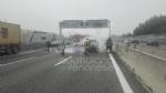 RIVOLI - Auto a gpl a fuoco mentre è in marcia in tangenziale: conducente salvo per miracolo - immagine 2