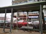 BORGARO - Idioti in azione: divelti i cestini, in frantumi una fermata del bus - immagine 2
