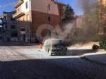 RIVOLI - Paura in corso Susa: Fiat Punto prende fuoco mentre è in marcia - FOTO E VIDEO - immagine 2