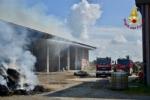 BORGARO-VILLARETTO - Azienda agricola in fiamme: bruciate 400 rotoballe di fieno - immagine 5