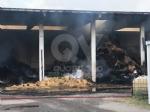 BORGARO - Incendio cascinale: proseguiranno fino a notte fonda le operazioni di messa in sicurezza - immagine 2