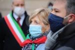 COLLEGNO - I funerali di Ottorino Cirella: rose rosse e un drappo granata sulla bara - FOTO - immagine 2