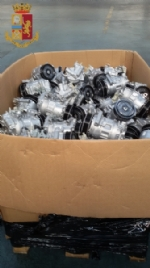 RIVOLI - In un magazzino di Cascine Vica erano nascosti compressori e motorini rubati - immagine 2