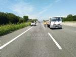 CAOS IN TANGENZIALE - Scontro fra auto, furgone e camion: tre feriti e code chilometriche - immagine 2